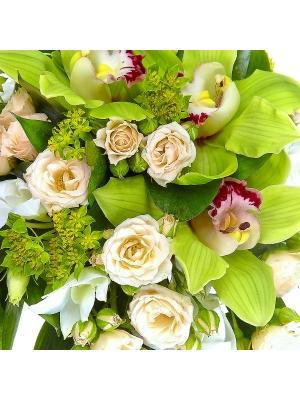 """Свадебный букет невесты из белой орхидеи """"Дедробиум"""", кремовых кустовых роз, белой эустомы и рускуса №11"""