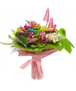 Букет цветов из зеленой орхидеи, белой альстромерии, нерине, зеленой хризантемы, амбреллы и аспидистр №43 с доставкой.