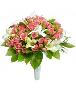 Свадебный букет невесты из розовых кустовых роз, белой фрезии, рускуса и белой орхидеи №44