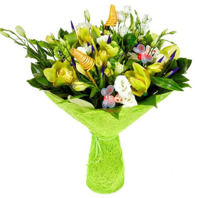 Букет цветов из желтой альстромерии, синего ириса, зеленой орхидеи, рускуса и пестрой аралии №45 с доставкой.