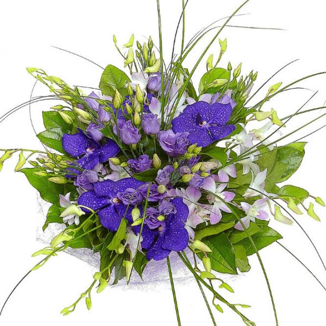 Букет цветов из голубого лизиантуса, синей орхидеи Ванда и розовой орхидеи Дендробиум с доставкой.