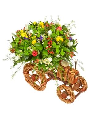 Букет-композиция из синих ирисов, зеленой хризантемы, белых тюльпанов, желтой фрезии и ромашки №71