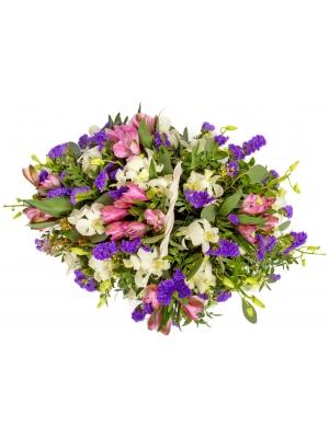 """Букет-корзина из белой орхидеи """"Дендробиум"""", статицы, эвкалипта и разноцветной альстромерии №102"""