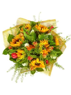 Букет цветов из темно-желтого подсолнуха, разноцветных тюльпанов, теласпий и салала №3 с доставкой.
