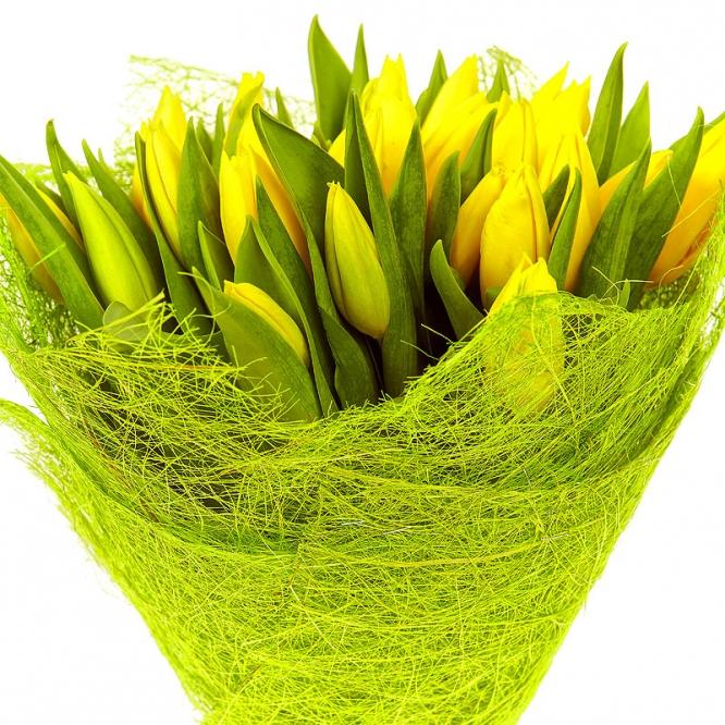 Купить желтые тюльпаны подарок ручной работы на 8 марта