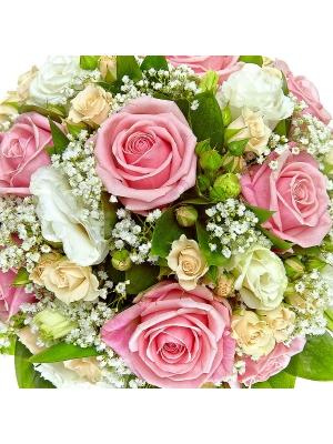 Свадебный букет невесты из розовых и кремовых роз, салала, рускуса, гипсофилы и белого лизиантуса №24