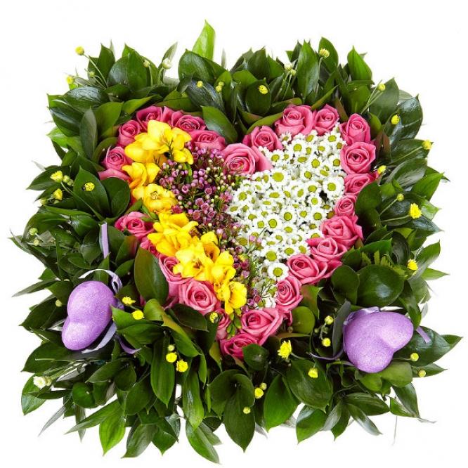 Букет-композиция из розовых роз, белой и желтой хризантемы, рускуса, вакс и желтой фрезии №81