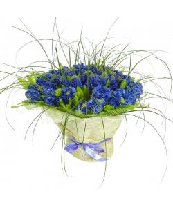 Букет цветов из синего гиацинта (51 шт.), берграсса и амбреллы №31 с доставкой.