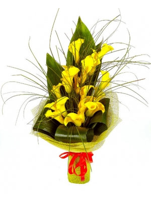 Букет цветов из желтой каллы (19 шт. ), берграсса и аспидистры №33 с доставкой.