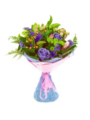 Букет цветов из зеленой орхидеи, розовых кустовых роз, гиперикума, статицы, папоротника и восковых роз №39 с доставкой.