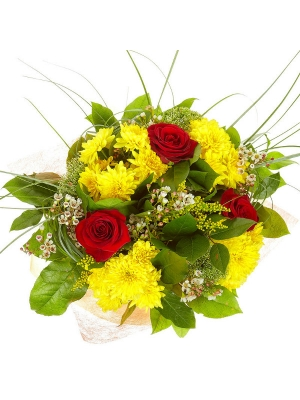 Букет цветов из красных роз, желтой хризантемы, белого трахелиума, берграсса, салала и вакс №41 с доставкой.