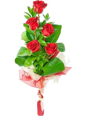Букет цветов из красных роз, рускуса и аспидистры №45 с доставкой.