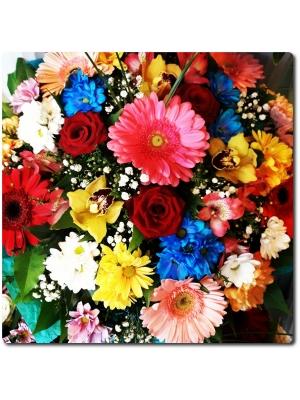 Букет цветов из хризантемы, герберы, альстромерии, роз, орхидеи и декоративной зелени с доставкой по Киеву.