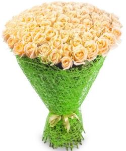Букет цветов из нежнокремовых роз №7 (101 шт.) с доставкой.