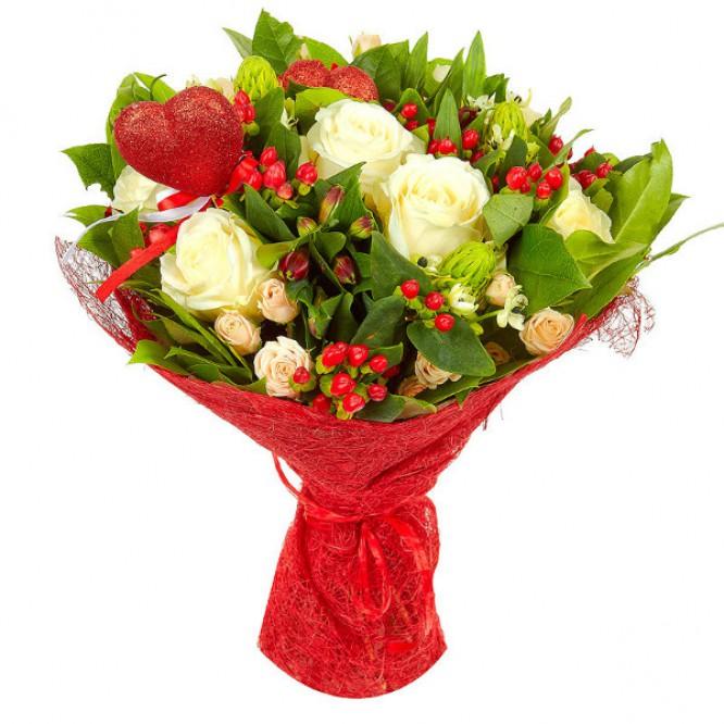 Букет цветов из белых и кремовых роз, а также красной альстромерии №29 с доставкой.