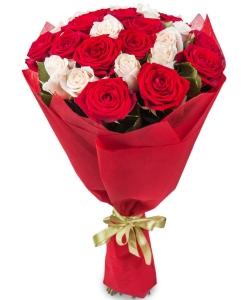 Букет цветов из красных и нежнокремовых роз №1 (25 шт.) с доставкой.