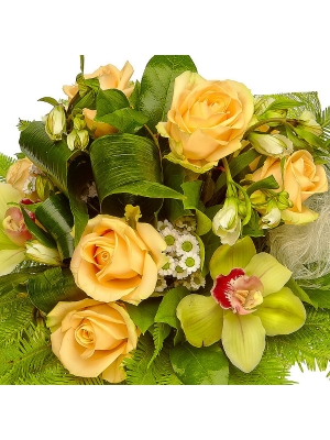 Букет цветов из белых альстромерий и хризантемы, кремовых роз и зеленой орхидеи №23 с доставкой.
