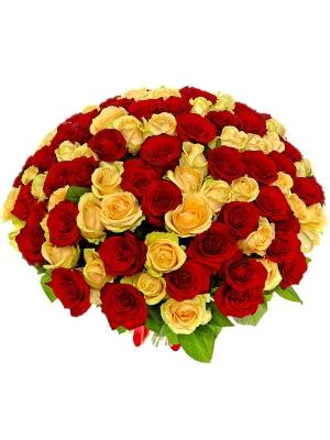 Букет цветов из кремовых и розовых роз №26 (101 шт.) с доставкой.