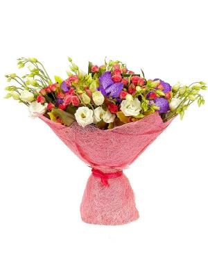 Букет цветов из розовых кустовых роз (21 шт.), зеленой орхидеи и синей с доставкой.