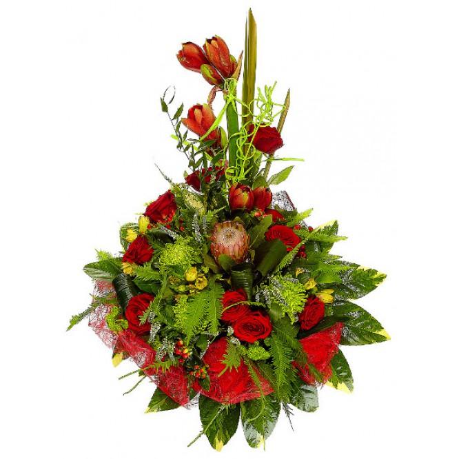 Букет цветов из красных роз, зеленой хризантемы, желтой альстромерии и белой вероники №47 с доставкой.