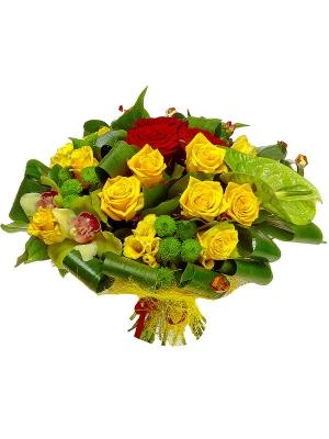 Букет цветов из красных и желтых роз, зеленой хризантемы, желтой фрезии и зеленой орхидеи №48 с доставкой.