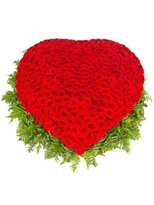 Букет-корзина из красных роз (501 шт.) и папоротника №24