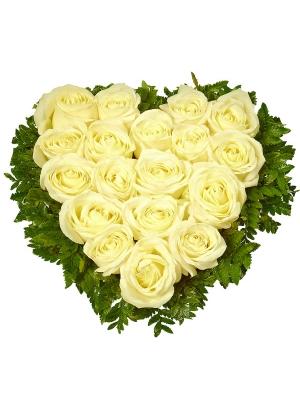 Букет-сердце из белых роз №5 (19 шт.)
