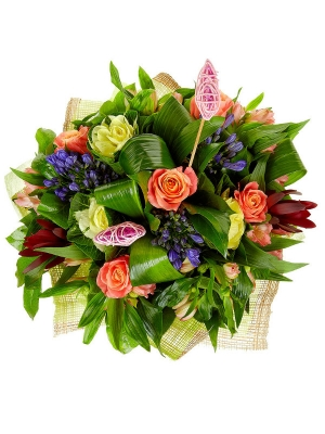 Букет цветов из розовой альстромерии, разноцветных роз, синего агапантуса и красного леукодендрона №51 с доставкой.
