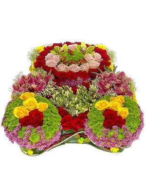 Букет-мишка из разноцветной хризантемы, разноцветных роз, разноцветной орхидеи и гиперикума №29