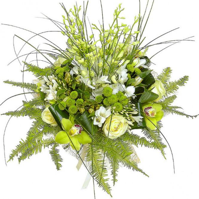 Букет цветов из зеленой хризантемы, белой альстромерии, зеленой орхидеи и белых роз №61 с доставкой.