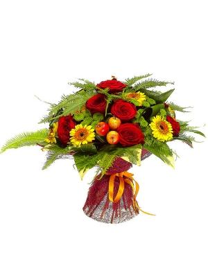 Букет цветов из зеленой хризантемы, желтой герберы, красных роз и пестрой аралии №69 с доставкой.