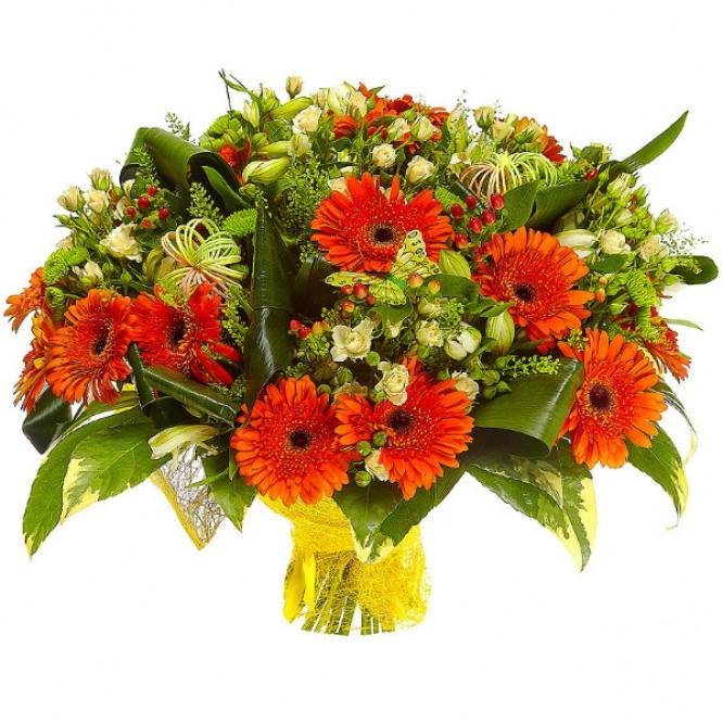 Букет цветов из белой альстромерии, рыжей герберы, зеленой хризантемы и кремовых кустовых роз №77 с доставкой.