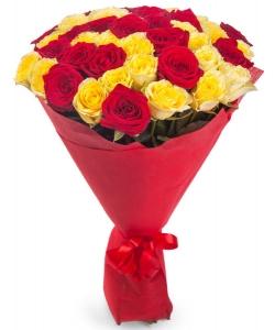 Букет цветов из желтых и красных роз №3 (45 шт.) с доставкой.