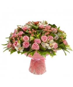 Букет цветов из белой альстромерии, розовых роз, белой орхидеи, пестрой аралии и белой вероники №82 с доставкой.