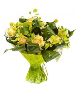 Букет цветов из желтой краспедии, кремовых роз, зеленой орхидеи и буплерум №83 с доставкой.