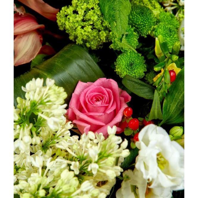 Букет-корзина из розовой альстромерии, разноцветной хризантемы, розовых роз и разноцветной орхидеи №38