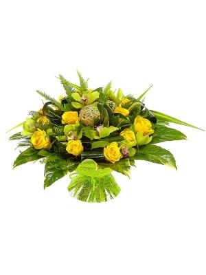 Букет цветов из желтых роз, зеленой орхидеи, панданусов, салала и аспидистр №88 с доставкой.