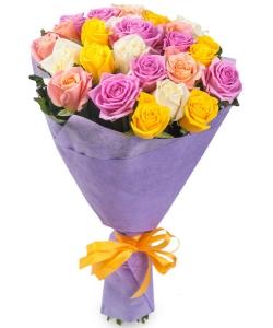 Букет цветов из розовых, кремовых, желтых и белых роз №1 (25 шт.) с доставкой.