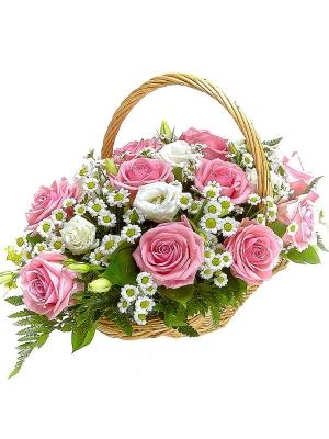 Букет-корзина из белой хризантемы, розовых роз, белого лизиантуса и папоротника №44