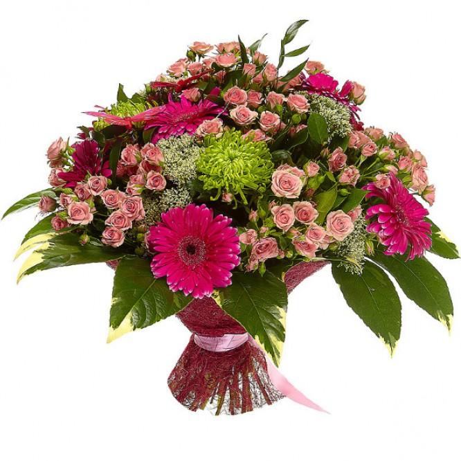 Букет цветов из зеленой хризантемы, розовых кустовых роз, малиновой герберы и белого трахелиума №97 с доставкой.