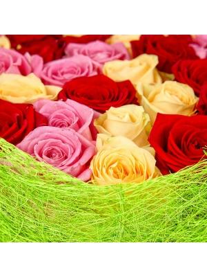 Букет цветов из розовых, кремовых и красных роз (51 шт.) №99 с доставкой.