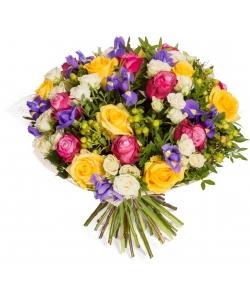 """Букет цветов из разноцветных роз """"Дип Перпл"""", """"Роял Сфинкс"""" и """"Сноу Флейк"""", а также синих ирисов №118 с доставкой."""