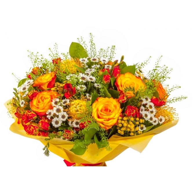 Букет цветов из желтых и цветных роз, белой кустовой хризантемы, фрезии, салала и картамуса №120 с доставкой.
