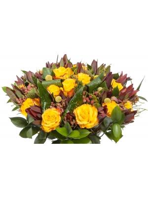 """Букет цветов из желтых роз """"Хай Еллоу"""", красного леукодендрона, желтой краспедии, драцена и рускуса №121 с доставкой."""