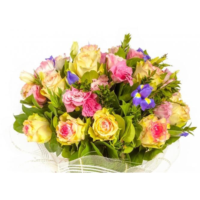 """Букет цветов из цветных роз """"Эсперанс Джозафлор"""", ирисов """"Блю меджик"""" и розового лизиантуса (эустомы) №131 с доставкой."""