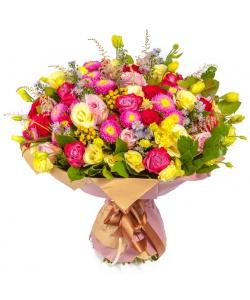 Букет цветов из разноцветных роз, салала, георгины, разноцветного лизиантуса (эустомы) и астильбы №133 с доставкой.