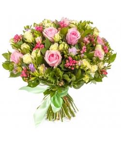 Букет цветов из белых и розовых роз, фиолетовой фрезии, салала и розовой бувардии №134 с доставкой.