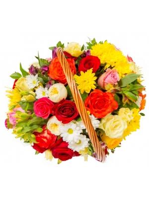 Букет-корзина из разноцветных роз, белой и желтой хризантемы, салала, эустомы и альстромерии №93
