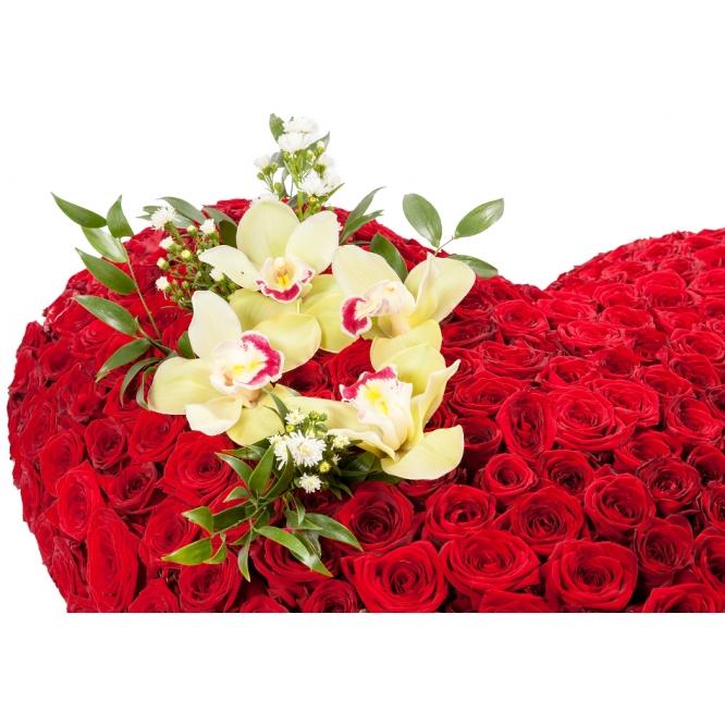 """Букет-сердце из красных роз """"Ред Парис Джозафлор"""" (320 шт.) и зеленой орхидеи """"Цимбидиум"""" №106"""
