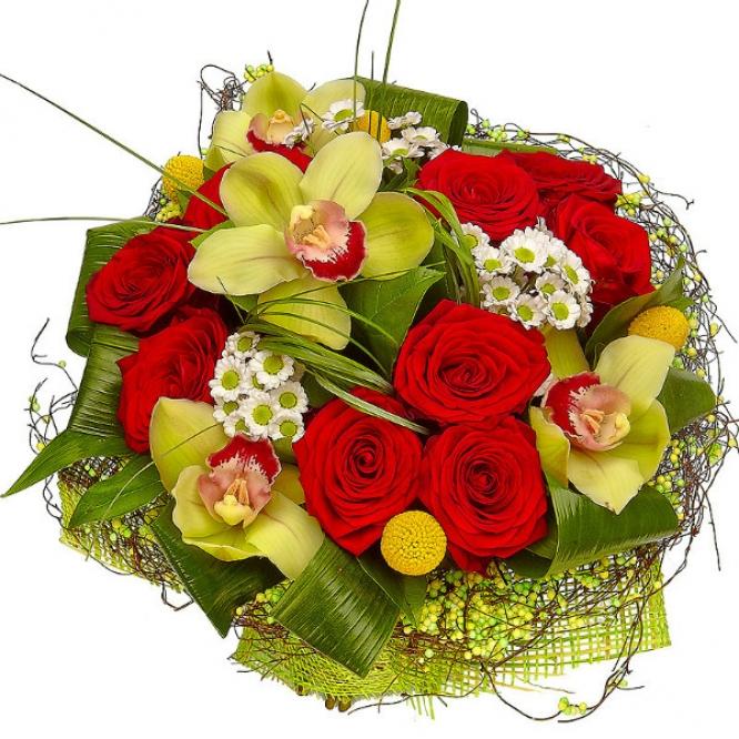 Букет цветов из красных роз, зеленой орхидеи и белой хризантемы №5 с доставкой.